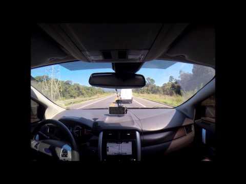 Ford Edge preto acelerando com escape esportivo
