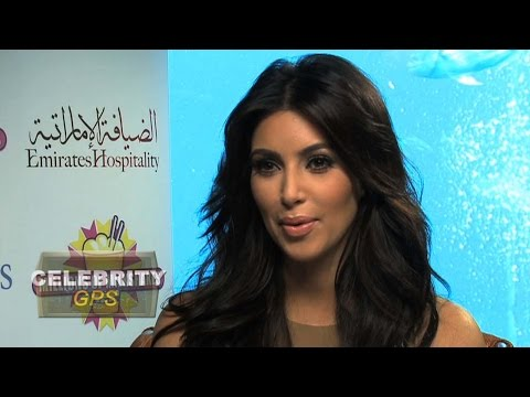 Kim Kardashian loves her Blackberry - Hollywood.TV