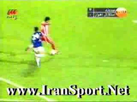 Alireza Vahedi Nikbakht scores perspolis' fourth goal against Esteghlal Ahvaz.