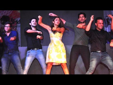 media alia bhatt dance in gold petal awards