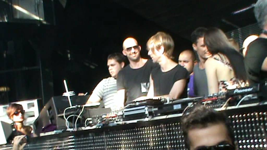 Richie Hawtin plays his last track Nitzer ebb -Hearts And Minds ...