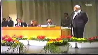 "Ahmed Deedat – Pastor DOES NOT answer question ""Which Bible Sir?"""