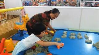Gia Linh cùng Bà chơi Tạo hình sáng tạo với cát động lực