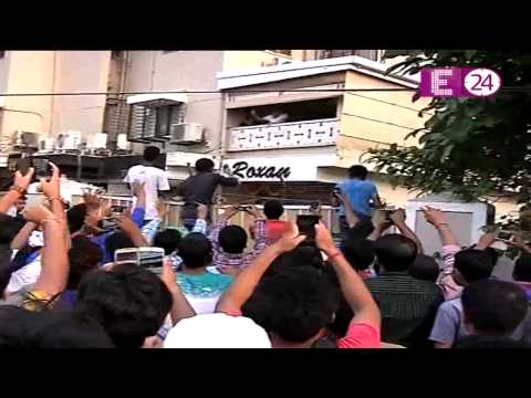 Salman Khan fans halts traffic in Mumbai