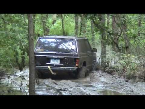 Jeep Cherokee in deep mud MIOBI SS LTB