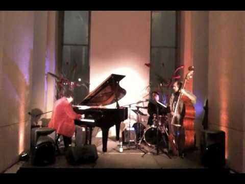 Caught Live in New York! Mark Berman Trio Playing Sex and the City Theme ...