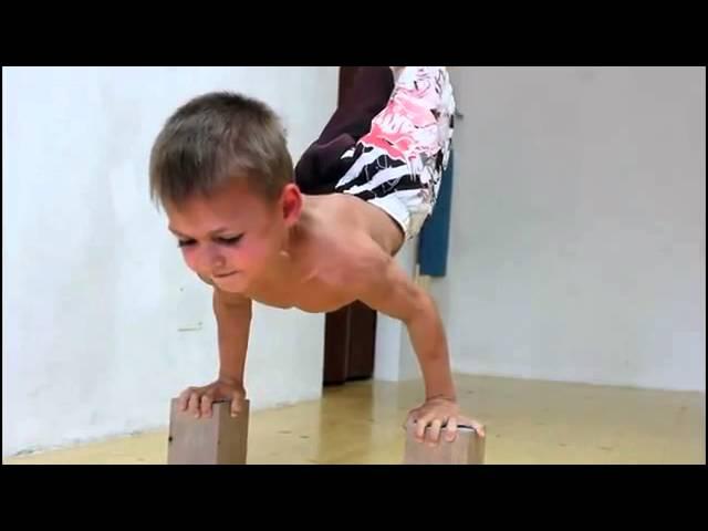 Посмотреть ролик - 5 летний качек 4 летний узбек зажигает на фарси 4 летний узбек за