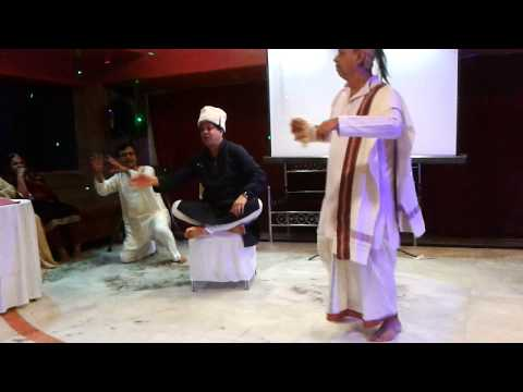 Ek Chatur Nar by Sanjay Vaidya Mahesh Gupte and Purshottam Agawan...