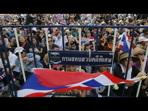 Bangkok: protesters force closure of Thailand's government buildings
