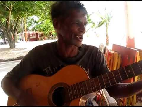 Essa figura fazia voz e violão nos quiosques de uma das principais praias de Belém. Era um talento nato! * ? + 29/03/2013.