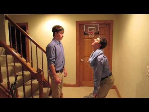 Three Wisconites attempt a gym commercial in Spanish.