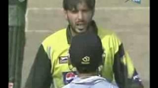 YouTube - Afridi vs Gautam Gambhir    Full Maa Bhen