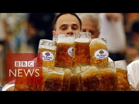 Beer-carrying world record smashed by waiter - BBC News