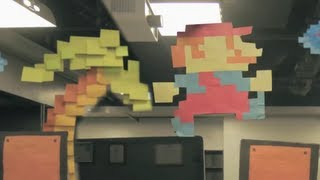 Hommage a Super Mario Bros avec 7000 post-its!