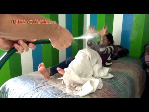 Playeras Mojadas, una nueva forma de despertar a una chica | Bromas pesadas a dormidos sustos