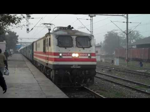 INDIAN RAILWAYS WAP5 # 30015 with Indore Intercity express pulls into Faridabad