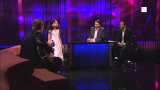 "Angelina Jordan Sings ""Fly Me To The Moon"" on Senkveld ""The Late Show"""