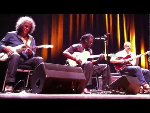 The Five Great Guitars (IX, de wereld draait door), 29-11-2011, Groningen