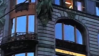 Tỷ phú Nga ném tiền qua cửa sổ