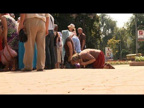 Residents of Ukraine's restive Donetsk pray for peace