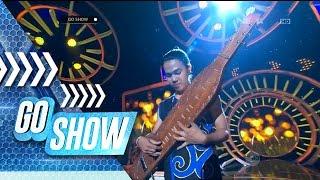 Download Lagu So sweet! Ardo playing Isyana Sarasvati song with his Sape' - Go Show Gratis STAFABAND
