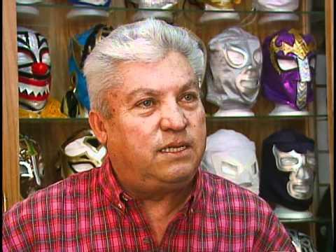 Oscar Galindo:su colocion de mascaras originales de lucha libre