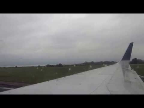Uinted Ailines Boeing 737 take off Shannon Airport