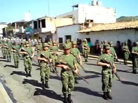 soldados  desfilando en tejupilco .,.- chido