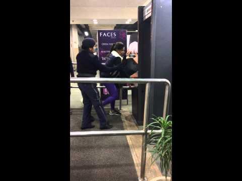 Girls fight at Delhi Mall