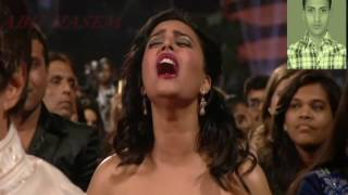 sonam kapur boobs show in zee awarde  negetive channel