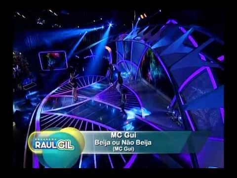 MC Gui canta ´O Bonde Passou´ e ´Beija ou Não Beija´