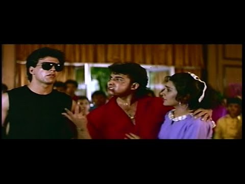 Deepak Tijori & Akshay Kumar Bash up the Thugs in the College Canteen (Khiladi)
