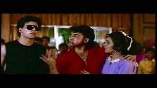 Deepak Tijori & Akshay Kumar Bash up the Thugs in the College Canteen (Khiladi)