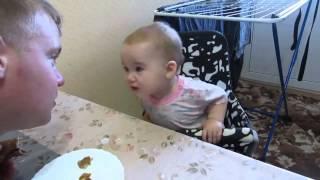 Công chúa nhỏ tranh cãi với cha siêu dễ thương