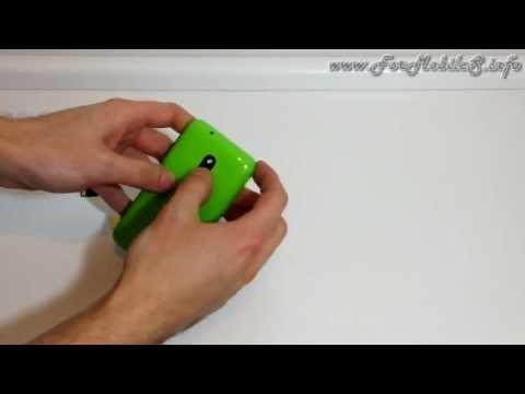 Inserimento di batteria. microSIM e microSD nel Nokia Lumia 620
