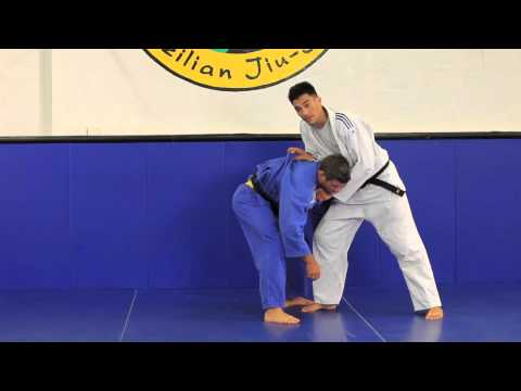 Judo Throws for Jiu-Jitsu| Using the over grip| www.JiuJitsuPedia.com Image 1