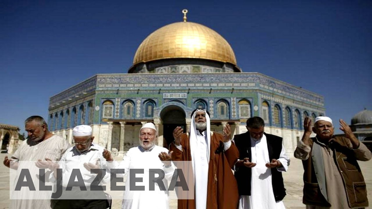 Israelis fire tear gas at Palestinians in al-Aqsa
