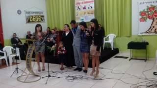 EMOCIONANTE: Filhas cantam para o pai a música,  meu pai, minha escola- Anderson Freire