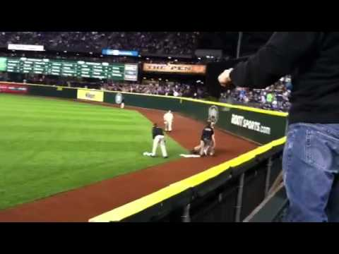 2000 British Open Streaker http://wn.com/streaker_on_safeco_field