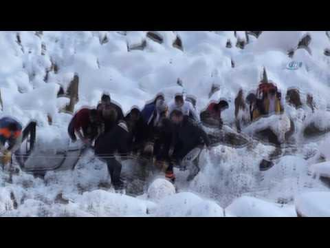 Zigana Dağı'nda Kamyonet Uçuruma Yuvarlandı: 1 Yaralı