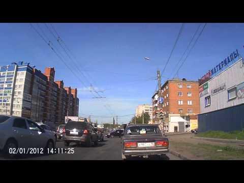 В Ижевске водитель «Опеля» напал с топором на легковой автомобиль