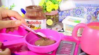 PREPARANDO BOLO DE CHOCOLATE COM CALDA DE NUTELLA E ROSQUINHAS PARA BABY ALIVE COMILONA