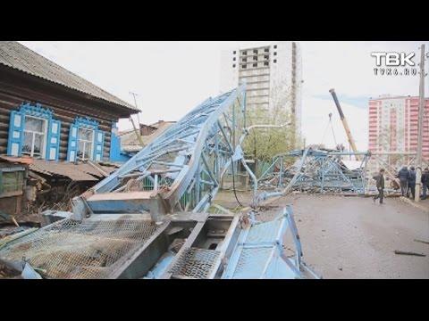 В Красноярске на улице Киренского упал кран