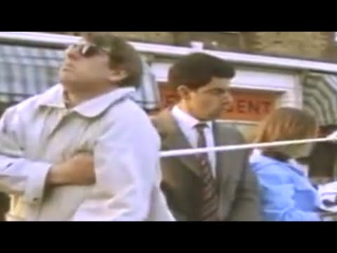 Bus Stop and Blind Man - Mr Bean -- Der Blinde und die Bushaltestelle