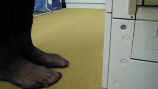 Schweiss feuchte Fussabdrücke auf dem Teppich     Sweat moist footprints on the carpet