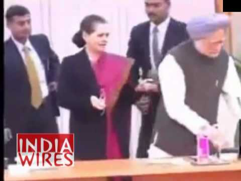 UPA Meeting: Manmohan Singh told to Move from Sonia's Chair