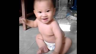 Mẹ yêu không nào. Em bé cực kỳ dễ thương. Bé 6 tháng tuổi.