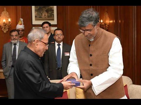 SlideshowShri Kailash Satyarthi,Nobel LaureateCalls-on theRastrapathyJi-Edweepnews(iNDiA)