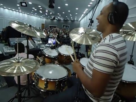 Um dos Melhores Bateristas do Brasil - Tarcísio Buiochy