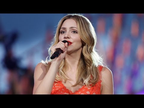 Katharine McPhee performs at 2016 Memorial Day Concert [HD]